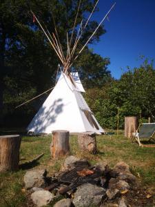 villagedufar-westtipis-indienshaute-viennecowboyssejours-insolitesclos-de-l-isop